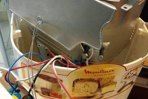 Хлебопечка. Вышел из строя мотор. Заменили - работает как новая.